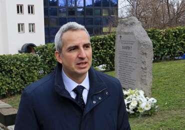 Младеновић положио венац поводом 22. годишњице бомбардовања